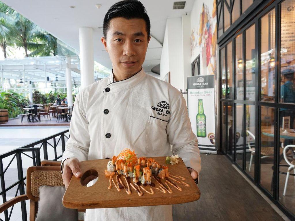 Chef Andy Ho, salah satu pendiri dan chef Gyoza Bar memilih gyoza karena lebih mudah untuk diracik dengan aneka isian. Berkarir selama kurang lebih 13 tahun di Yoshimoto Japanese Steakhouse di New Jersey, Andy Ho memiliki kemampuan untuk meracik makanan Jepang yang enak.