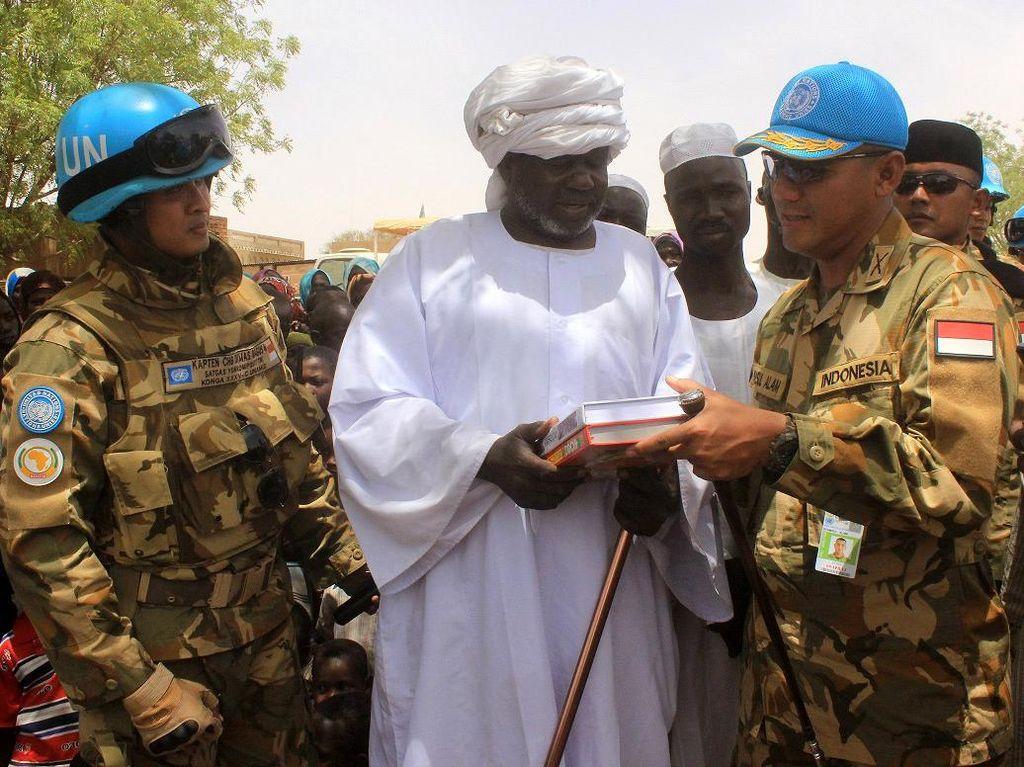 Pasukan Garuda Sumbang Beras dan Al-quran untuk Warga Darfur