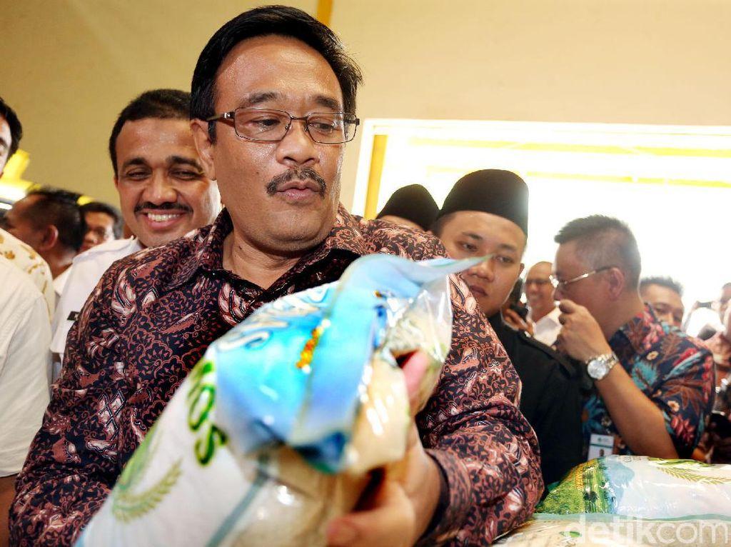 Selain itu, Djarot juga ingin semua harga bahan pokok selama puasa di Jakarta disebarluaskan. Hal tersebut dianggap olehnya penting untuk memotong mata rantai oknum-oknum yang biasa mempermainkan harga selama bulan puasa.