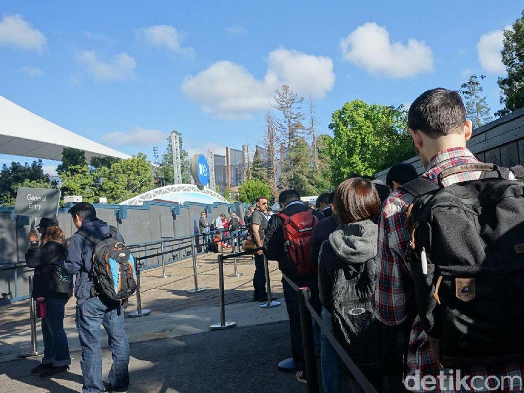 Antrean untuk masuk panggung utama Shoreline Amphitheatre. Menantikan keynote CEO Google Sundar Pichai. Foto: rns/detikINET