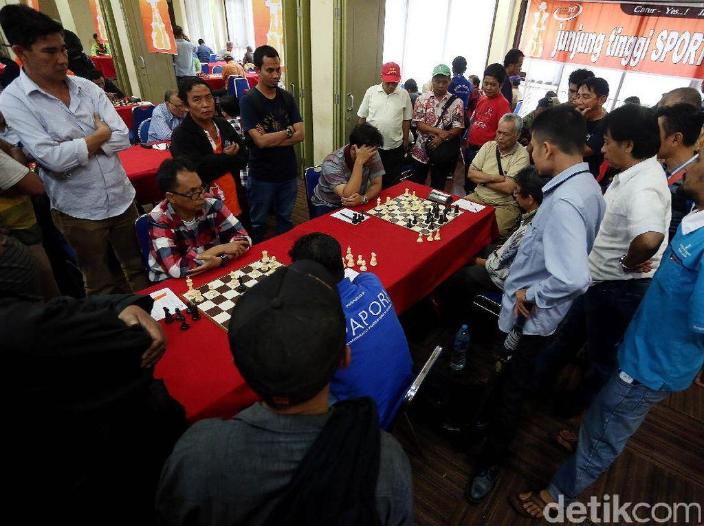 Permainan GM Susanto Megaranto menarik perhatian banyak penikmat catur di turnamen tersebut.