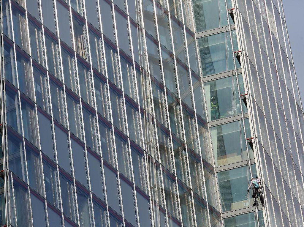Gedung ini berdiri menjulang ke langit dengan 11.000 panel kaca. Oli Scarff/Getty Images.
