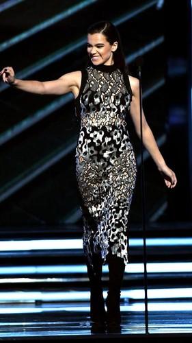 8 Seleb Berbusana Terbaik dengan Gaun Menerawang di Billboard Music Awards