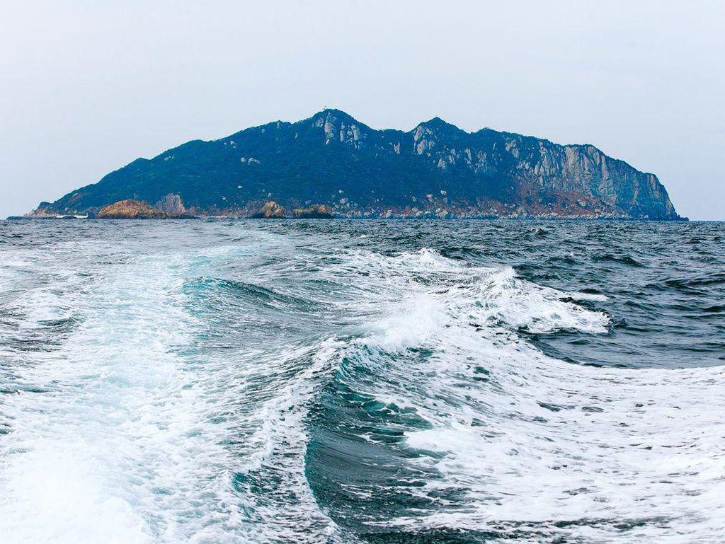 Pulau Suci di Jepang, Wanita Tak Boleh Datang dan Pria Harus Telanjang