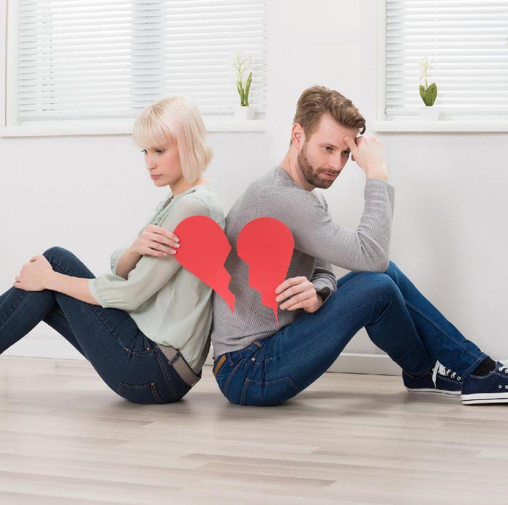 Sudah Putus Cinta, Haruskah Hapus Kontak dan Media Sosial Mantan?