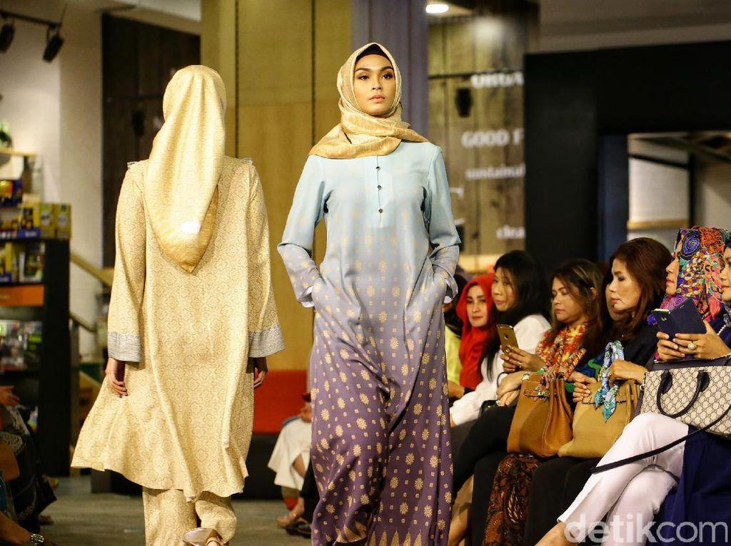 Mengintip Koleksi Busana Ramadan dari Itang Yunasz Hingga Ella Brizadli