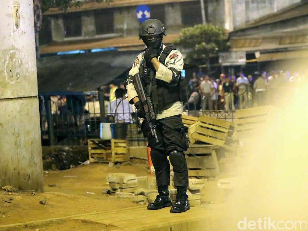 Polisi Jaga Ketat Lokasi Bom Kampung Melayu