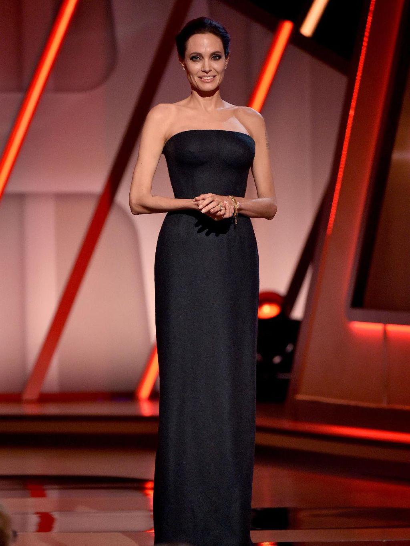 Foto: 15 Inspirasi Gaya Anggun Angelina Jolie