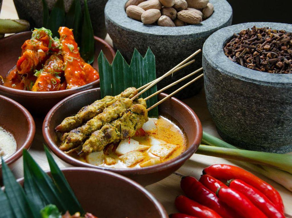 Ada Kambing Guling dan Lobster Bumbu Bali yang Sedap di Cinnamon