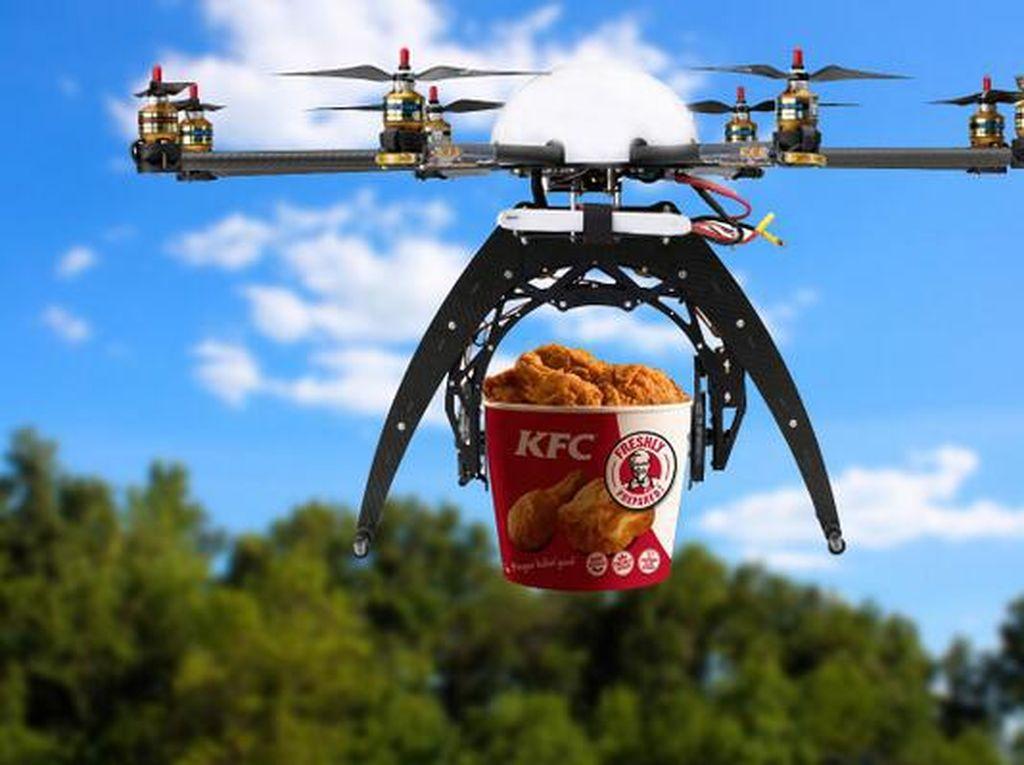 Pria Ini Manfaatkan Drone untuk Memesan KFC Saat Piknik