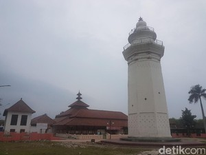 Berkunjung ke Masjid Agung Banten Lama yang Didirikan Sultan Maulana