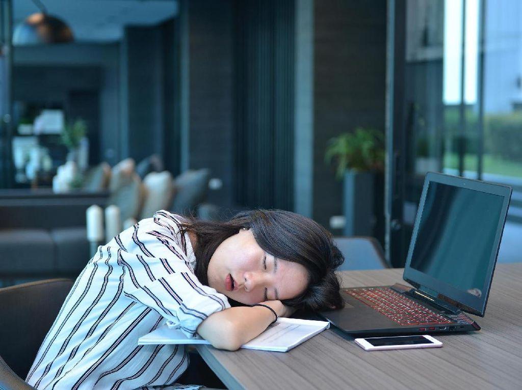 Banyak Duduk Bikin Pekerja Kantoran Lebih 'Jompo' Dibanding Lansia