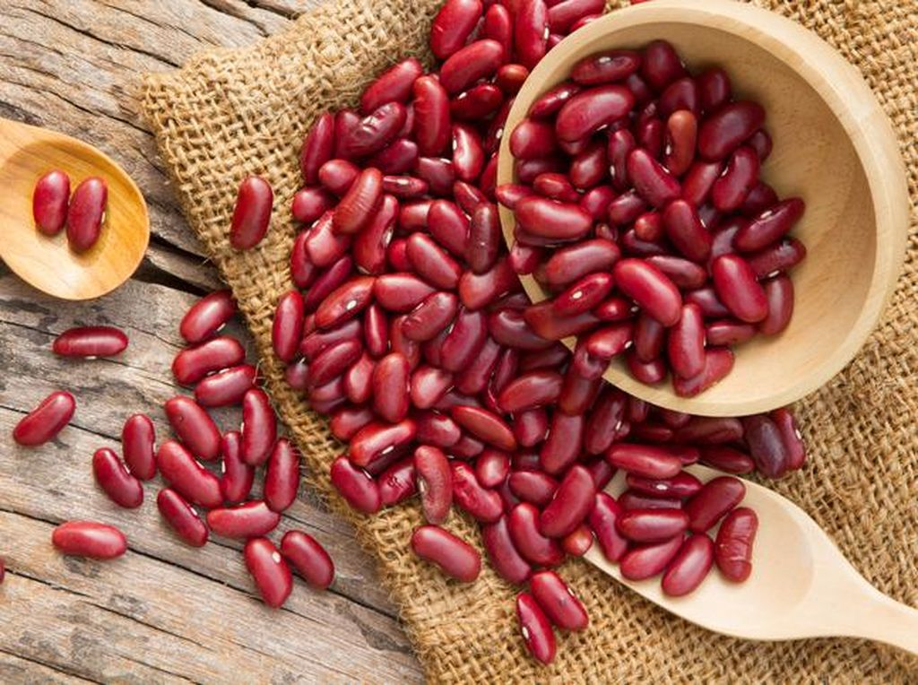 Kacang merah tergolong makanan murah yang bergizi tinggi. Kandungan protein dan seratnya sangat baik untuk tubuh. Kacang merah bisa dijadikan sup krim atau isian sayur sop. Di Barat, sekaleng kacang merah harganya tak lebih dari Rp 10.000. Foto: Pinterest