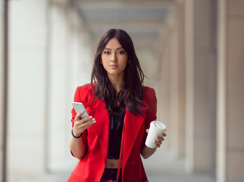 Wajib Punya, 4 Warna Baju Kerja yang Bisa Bikin Anda Lebih Sukses