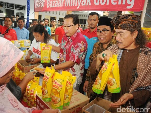 Bazar Rakyat Sinar Mas di Ponpes Miftahul Huda Pekalongan