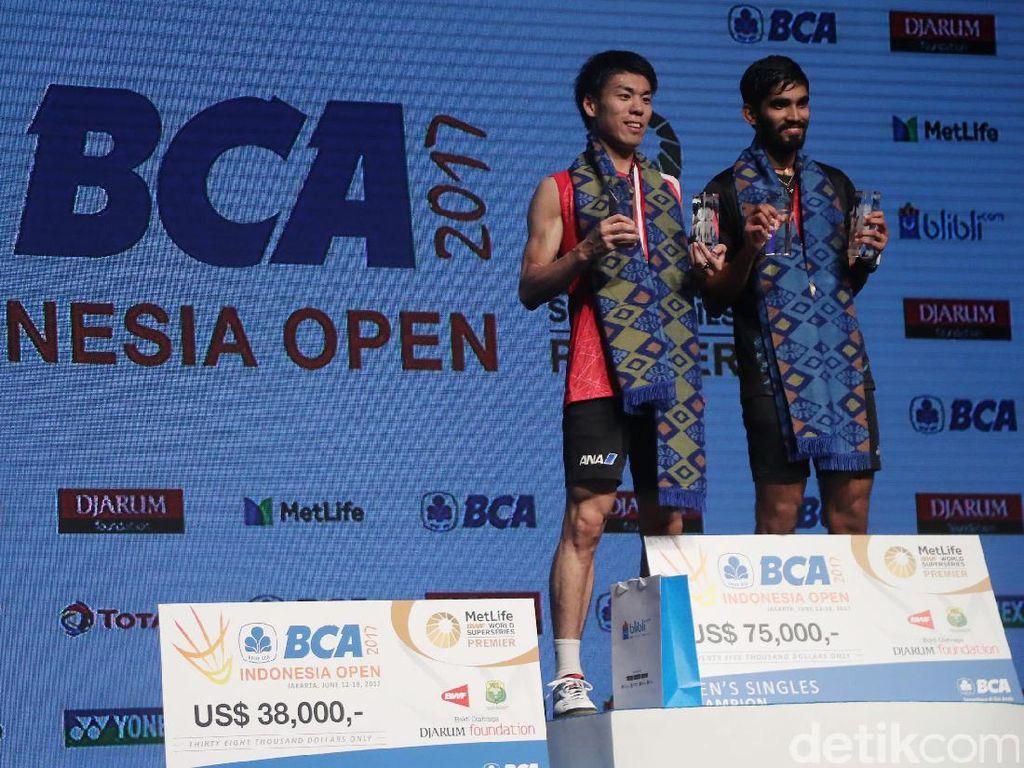 Dengan menjuarai Indonesia Open 2017, Kidambi berhak mendapatkan hadiah uang sebesar 75 ribu Dolar AS atau sekitar Rp 997 juta. Sementara Sakai, mendapat hadiah 38 ribu Dolar AS atau setara Rp505 juta.