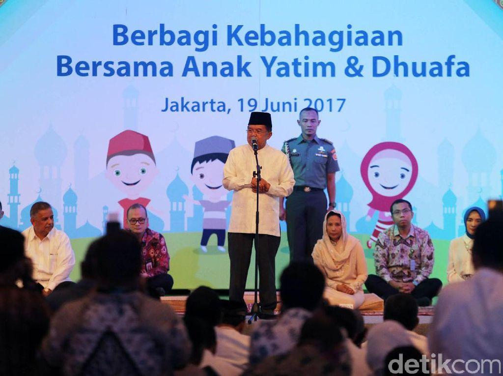 Wakil Presiden Jusuf Kalla memberikan sambutan.