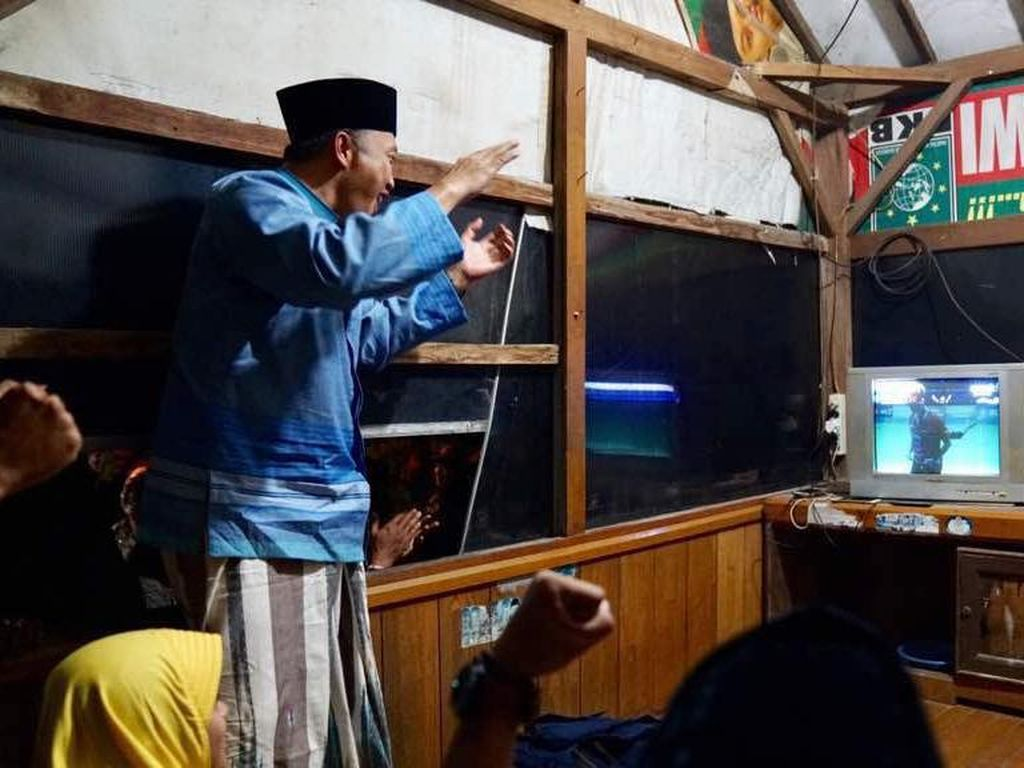 Imam sangat antusias menyaksikan perjuangan Owi/Butet sebagai satu-satunya wakil tuan rumah di final Indonesia Open 2017. (Foto: dok. Humas Kemenpora)