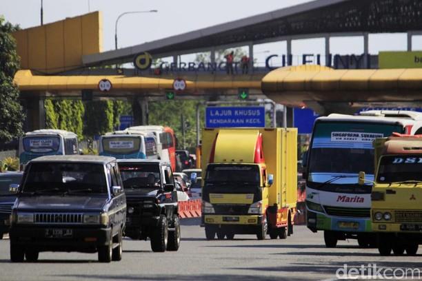 Exit Tol Cileunyi Didominasi Pemudik dari Luar Bandung