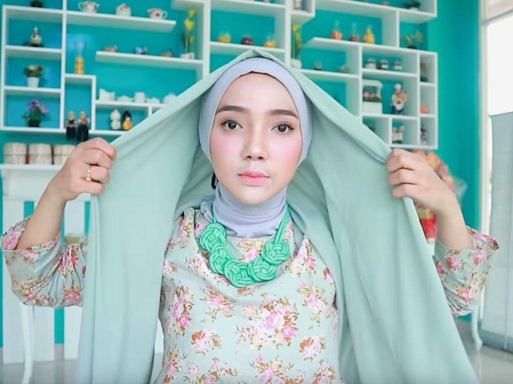 10 Tutorial Hijab Pashmina yang Simple