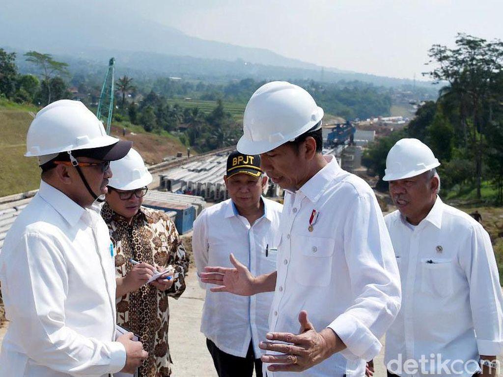 Presiden Jokowi Cek Pembangunan Tol Bocimi