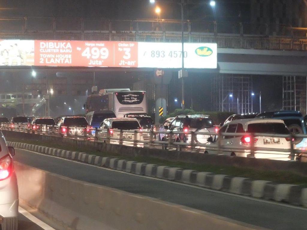 Begini Penampakan Kemacetan di Tol Dalam Kota Arah ke Cawang