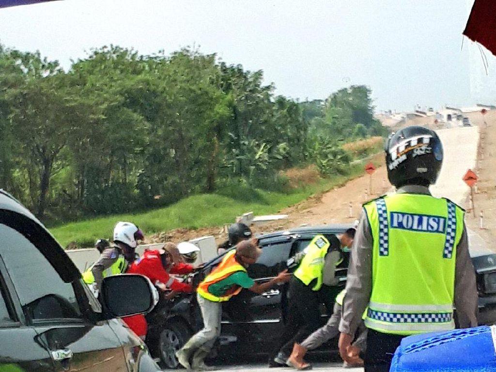 Kecelakaan Sedan Terjadi di Tol Darurat Brebes-Gringsing