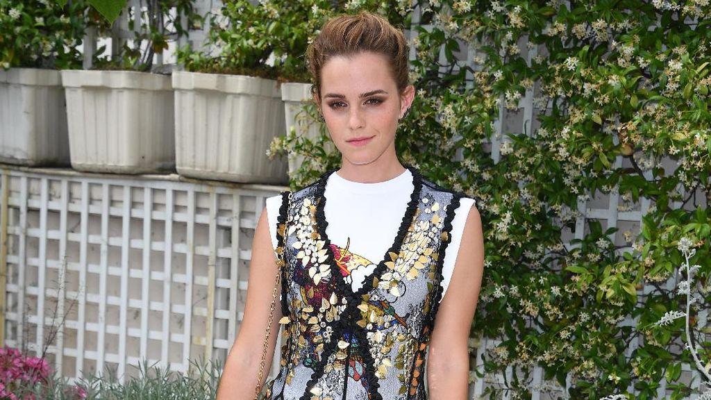 Penampilan Cantik Emma Watson Ganti Baju 4 Kali Dalam 1 Hari