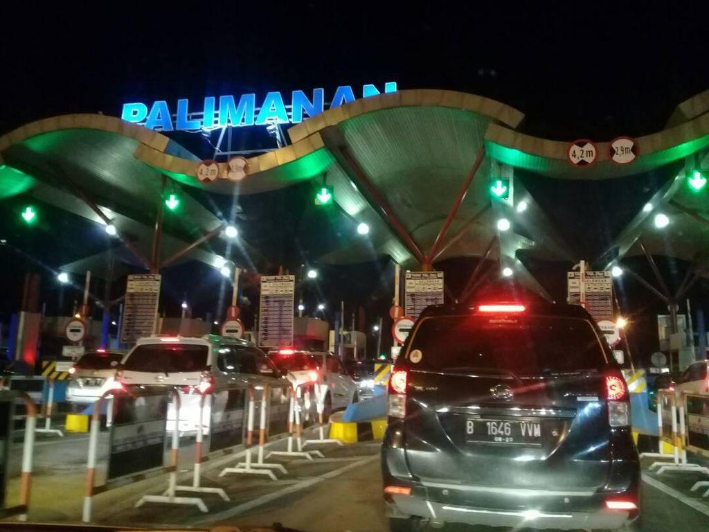 Antrean Jelang Rest Area, Tol Cipali Arah Jakarta Macet