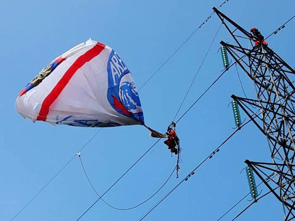 Tersangkut Balon Udara, Jaringan Listrik di Wonosoba Padam