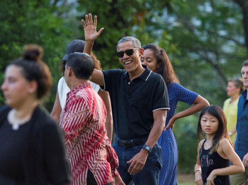 Obama dan Keluarga Menikmati Sore di Candi Borobudur