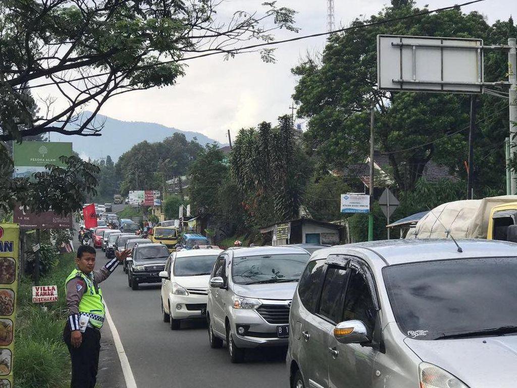 Kawasan Puncak Diberlakukan Satu Arah ke Atas dari Jakarta