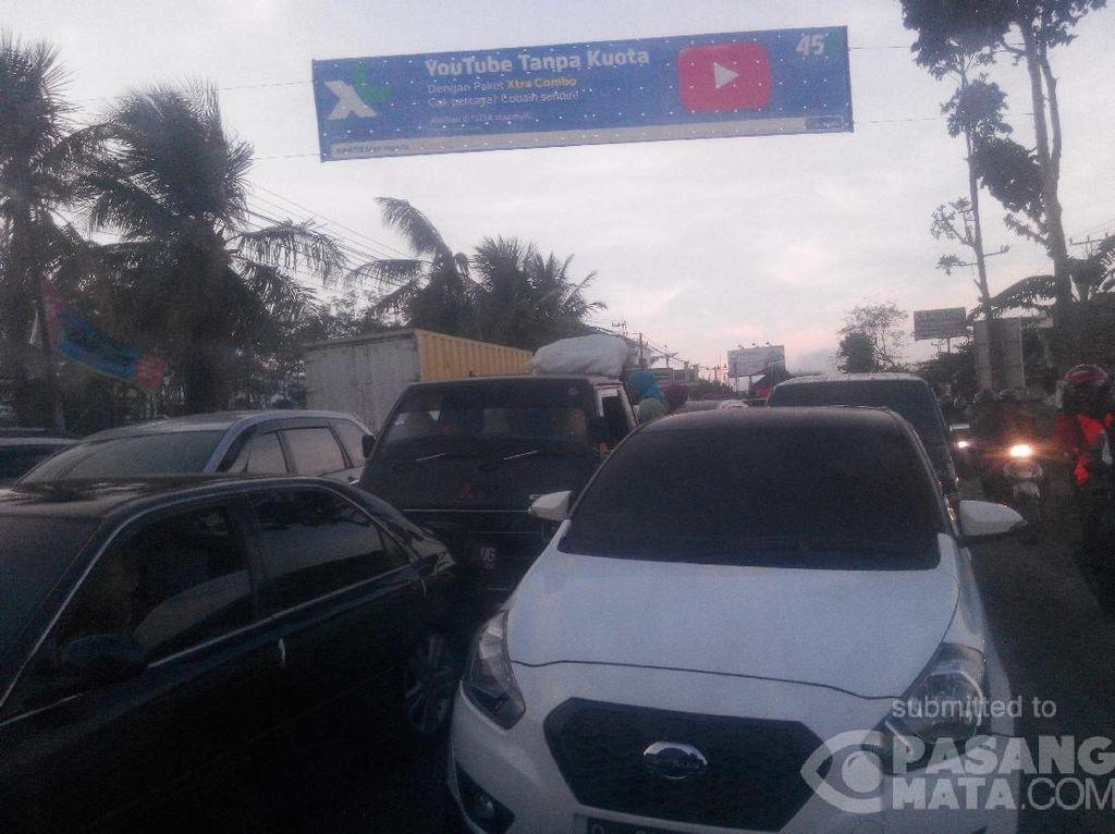 Arus Balik, Jalur Bumiayu Arah Jakarta Macet