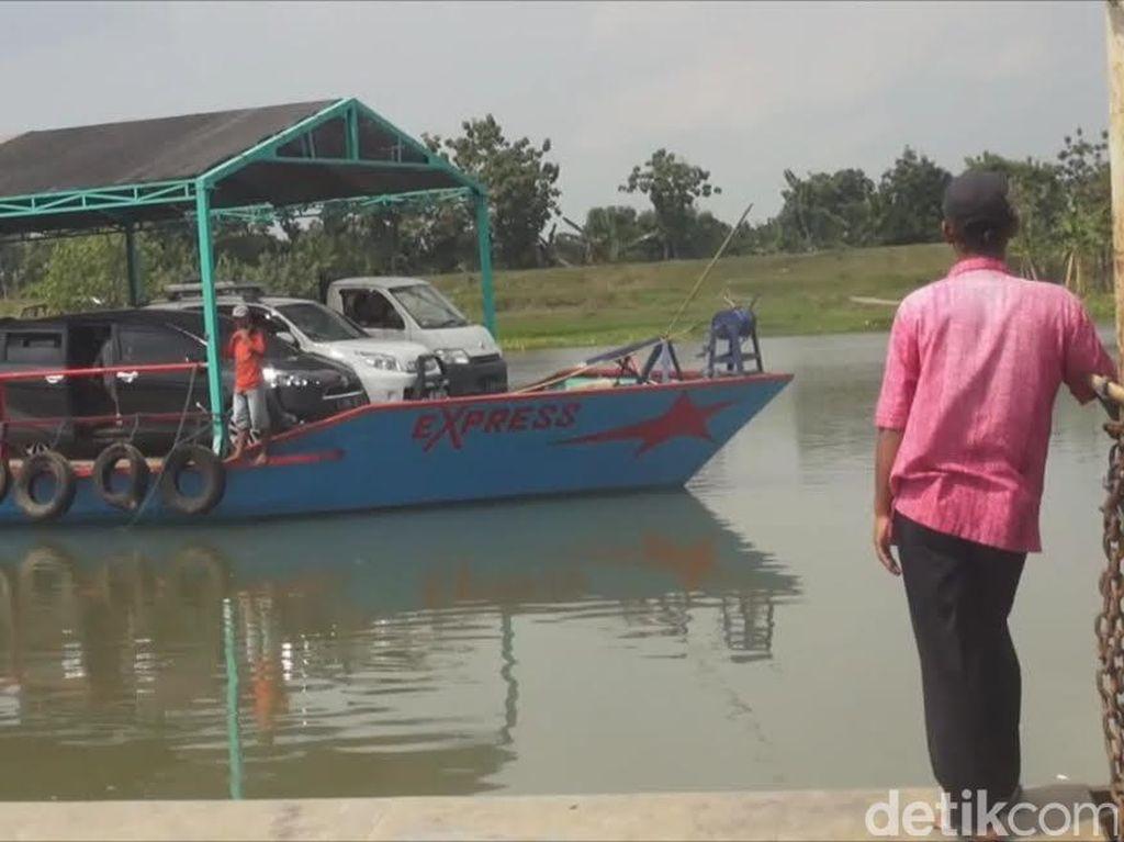 Perahu Tambang di Jombang Masih Diminati untuk Alternatif Pemudik