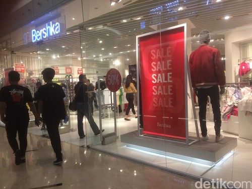 Bershka Diskon Hingga 50%, T-shirt Turun Menjadi Rp 79 Ribu