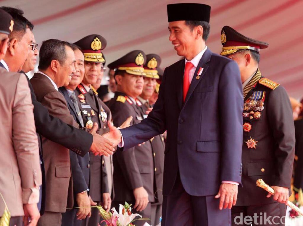 Danny Pomanto juga sempat bersalaman dengan Presiden Jokowi.