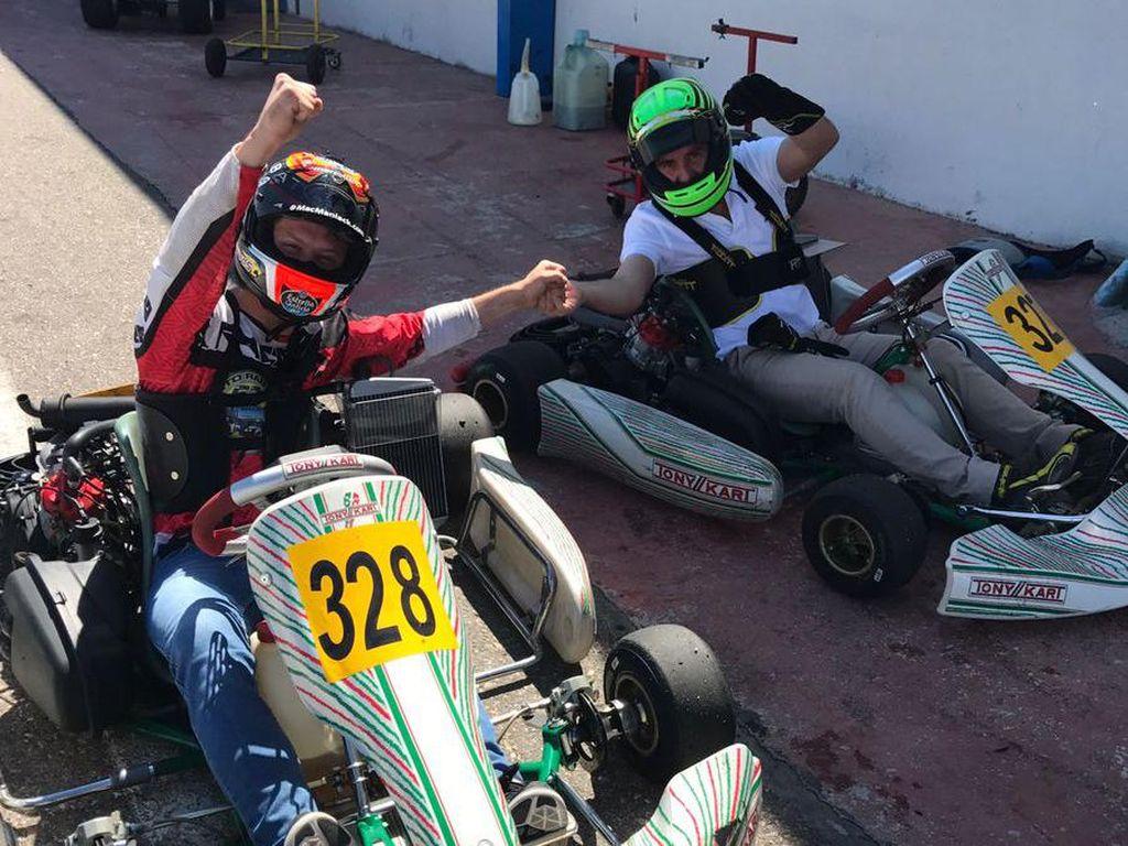 Esteve Tito Rabat dari EG 0,0 Marc VDS juga mengisi liburan dengan aktivitas yang tak jauh-jauh dari dunia kecepatan. Rabat main go-kart. (Twitter @TitoRabat)