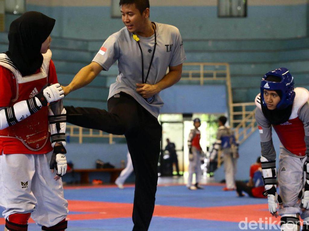 Bahkan, pelatih nomor kyorugi (tanding) Taufik Krisna, optimistis taekwondoin muda mampu bicara di ajang tersebut.