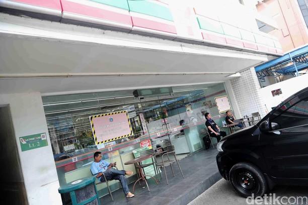 Gerai Sevel di Jakarta Ini Masih Buka, Begini Suasananya