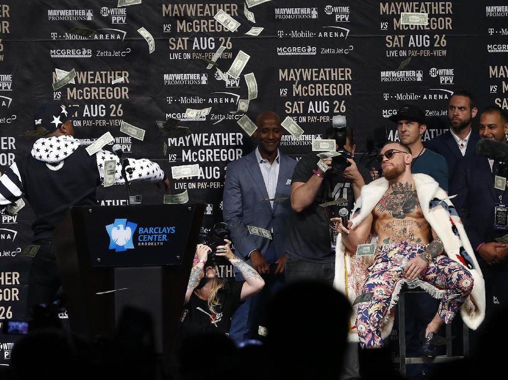 Konferensi pers ketiga duel Mayweather Jr vs McGregor berlangsung di Barclays Center di New York City, Kamis (13/7/2017) waktu setempat. Noah K. Murray-USA TODAY Sports.
