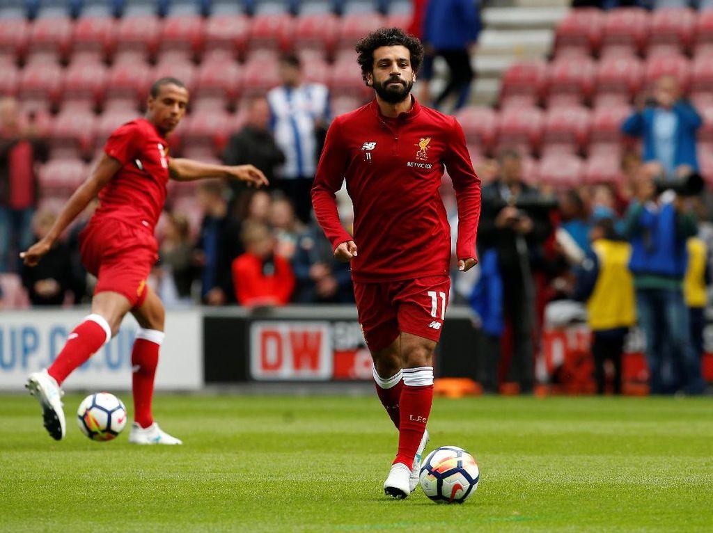 Salah tak bisa diturunkan dalam laga uji coba pertama Liverpool, menghadapi Tranmere Rovers pada (12/7/2017). Dia belum mengantongi izin kerja di Inggris. (Craig Brough/Reuters)
