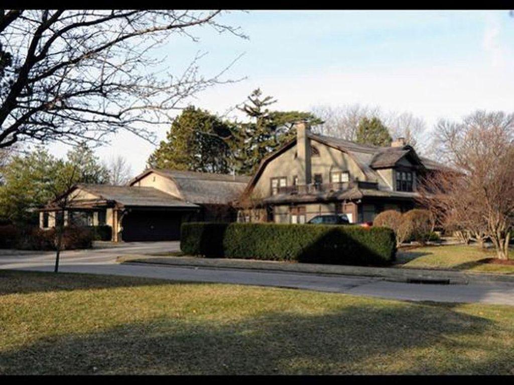 Rumah Warren Buffett. Orang terkaya di dunia ini masih menempati rumah seluas 6.000 kaki di Omaha, Neb. Rumah ini memiliki 5 kamar tidur. Ia membeli rumah ini pada 1958 dengan harga US$ 31.500. Pool/Forbes.
