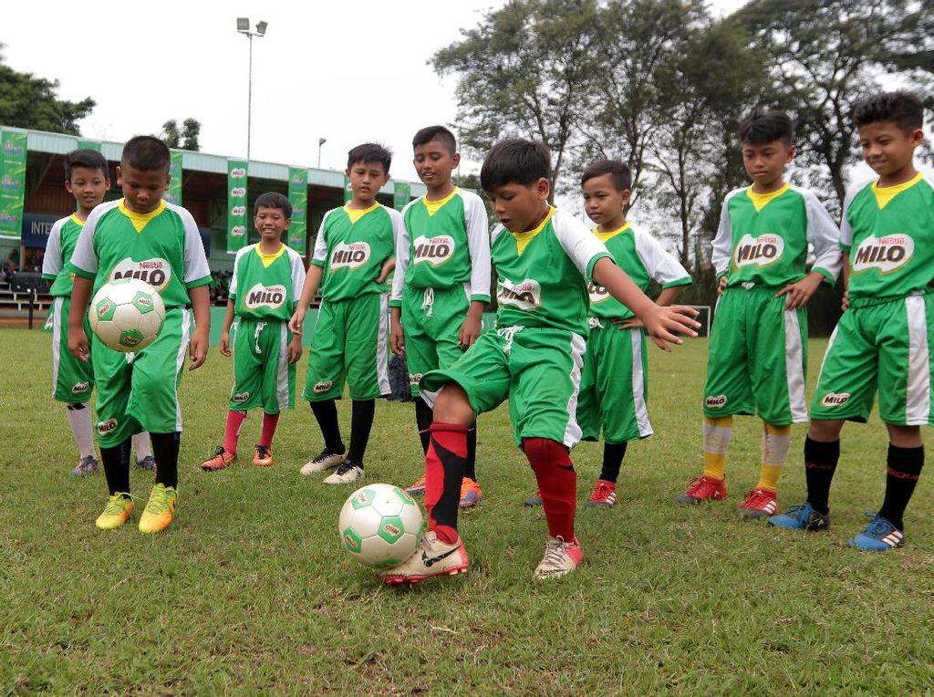 Lima pemain terbaik yang terpilih melalui program MILO Road to Barcelona akan berlatih di training camp di FCBEscola, Barcelona bersama dengan anak-anak lainnya dari Vietnam, serta beberapa negara Oseania, Karibia dan Amerika Selatan. Para pemain terbaik ini juga akan mendapatkan kesempatan mengunjungi FC Barcelona.