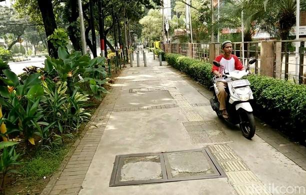 Nasib Trotoar di Jakarta Tak Lagi Milik Pejalan Kaki