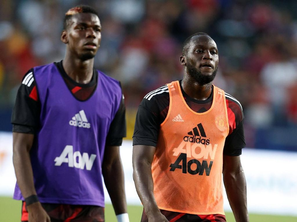 Lukaku tak menjadi starter pada pertandingan yang dimenangi MU dengan skor akhir 5-2 itu. Bersama Paul Pogba, dia bermain di babak kedua. (Lucy Nicholson/Reuters)