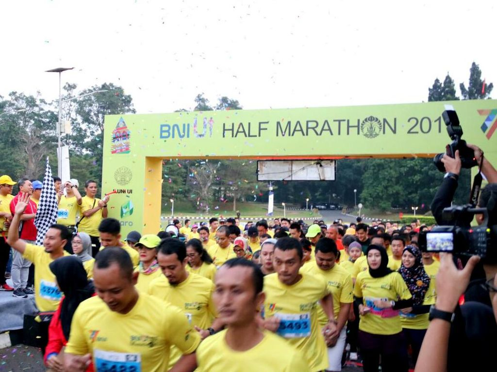 Ketua MPR, Muhaimin Iskandar saat melepas ribuan peserta BNI-UI Half Marathon 2017. Dok. BNI.