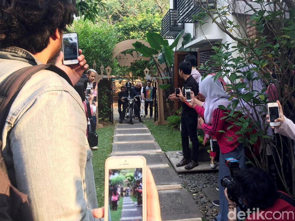 Iqbaal saat ditemui di kantor Falcon Pictures, Jakarta Selatan pada Senin (17/7).