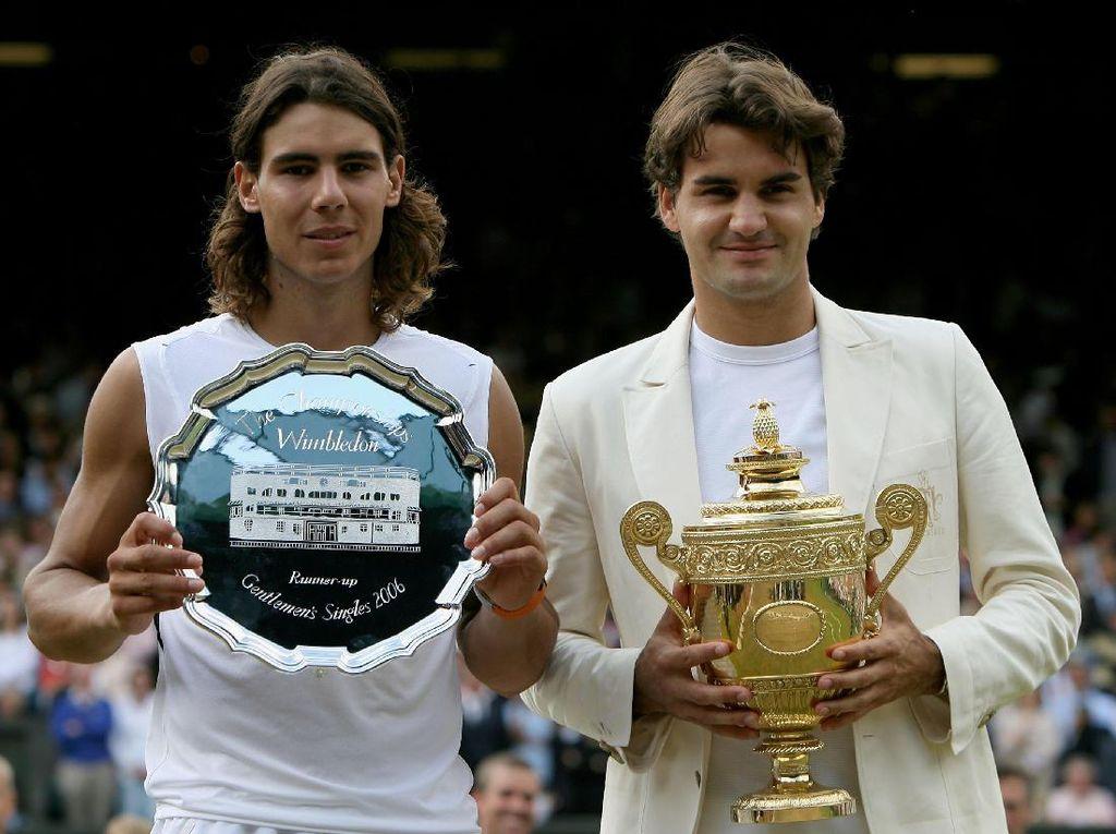 Roger Federer kala menjadi juara Wimbledon 2005. Waktu itu, juara sektor putri direbut petenis Amerika Serikat, Venus Williams. (Clive Brunskill/Getty Images)