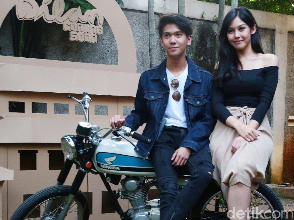 Vanesha Prescilla dan Iqbaal CJR saat ditemui di kantor Falcon Pictures, Jakarta Selatan pada Senin (17/7). Pool/Ismail/detikFoto.
