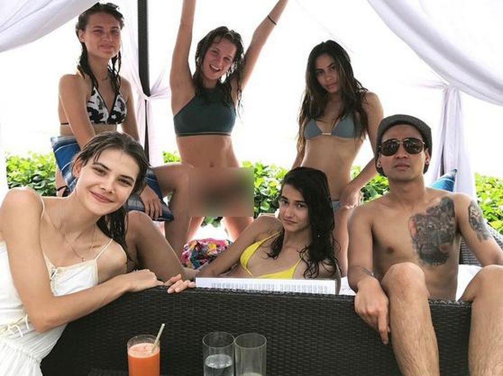 Valerie berlibur ke Bali beberapa waktu lalu bersama Axel Matthew dan teman-temannya. (Dok. Instagram/valerieethomas)